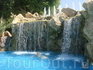 водопад в бассейне