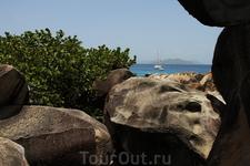 Остров the Bath:очень давно здесь было землетрясение, большие камни разбросало по острову и получился лабиринт из камней.