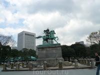 Памятник самураю. Токио
