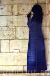 Дама в синем, по последней моде...