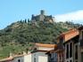 Старинная крепость, венчающая маленький Кольюр