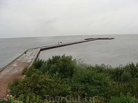 Местечко Венте. Берег Куршского залива. По пути туда с нами произошла мистическая история. Погода была еще мрачнее, чем на фото, лил дождь, дворники едва ...