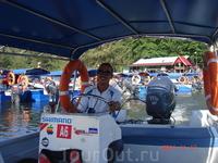 Можно арендовать моторную лодку и отправиться в путешествие к мангровым лесам