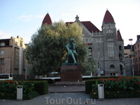 Памятник Алексису Киви