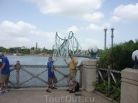 Universal Island of adventure - на горизонте горка Hulk