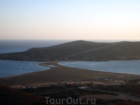 Знаменитая коса в Прассонисси. Слева Средиземное море,а справа - Эгейское