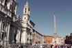 Площадь Навона с фонтаном четырёх рек Бернини и Церковью Сант-Аньезе ин Агоне работы Боромини.