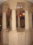 Это лестница к куполу музея. Мне очень понравились фонарики