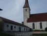 с этой стороны церковь напоминает мне церкви из фильмов про Робин Гуда)