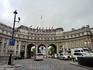 Арка Адмиралтейства - триумфальная арка, названная в честь Штаба Королевского флота, расположенного по соседству.