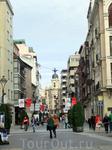 Продвигаюсь к Plaza Mayor по улице Santiago. Торговая улица, много магазинов и как для субботнего утра довольно мало народа. Потом я поняла, что на самом ...