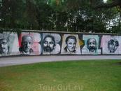 Аллея знаменистостей, которые в свое время побывали в Опатии