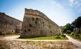 Укрепления старого города очень мощные, рыцари улучшали их 200 лет