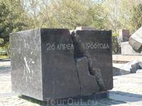 Памятники жертвам землетрясения 1966 года.