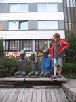 На улицах Турку (некоторые памятники могут видоизменять обычные граждане)