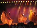 Испания или три человека, танцующих фламенко....