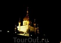Храм в Форосе ночью