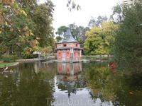 Домик Рыбака (Casita de Pescador), милое место, где приятно посидеть, посмотреть на его отражение в воде и на водоплавающих в пруду.