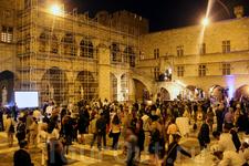 Во дворе Дворца Великого Магистра устраиваются различные мероприятия и концерты.