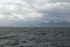 Сенья (Senja) — второй по величине остров в Норвегии (не считая архипелаг Шпицберген). Расположен почти посередине береговой линии фюльке Тромс. Неподалёку ...