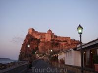 мост к Арагонскому замку
