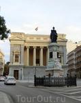 Cason del Buen Retiro Museo del Prado является одним из всего лишь двух зданий, которые пережили разрушение королевского дворца Буэн Ретиро. Оно было построено ...