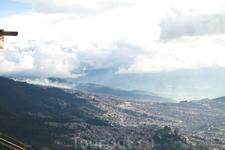 вил на город с горы Монтессате в Боготе