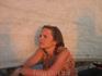 Катерина задумчиво смотрит вдаль