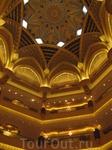 Золотой потолок в отеле Эмиратс Палас