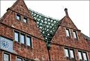 """На мой взгляд самый интересный дом на этой улице это """"Haus des Glockenspiels"""". Если дословно перевести с немецкого, то это """"дом колокольного звона"""". Действительно ..."""