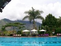 Бассейн у вулкана Батур.
