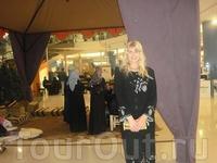 Мекка-молл в Аммане. В длинном платье а-ля арабская девушка:))