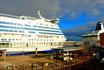 12-ти палубный паром Silja Serenade сообщением Хельсинки-Мариехамн-Стокгольм, доставляет пассажиров в избранные пункты назначения.