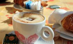 в кафе в городе Гарда на набережной. Очень вкусный кофе!