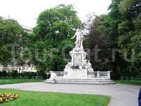 Монумент на могиле В.-А.Моцарта