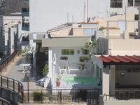 А это крыша жилого дома...барная стойка,бассейн,цветы...очень красиво!