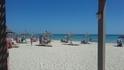 Пляжная линии достаточно широкая