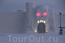 LumiLinna Снежный Замок Каждый год в декабре начинается строительство Замка. В конце декабря-начале Января его торжественно открывают для гостей. Сезон ...