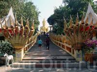 лестница, ведущая к статуе Большого Будды