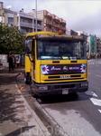 Вот такой автобус возит желающих в сад Маримуртра, цветочки на нем не дадут ошибиться)