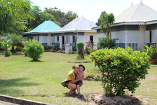 Деревня ремесленников-небольшие домики внутри которых расположены сувинирные лавки