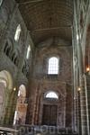 важной местной достопримечательностью является аббатство Мон-Сен-Мишель. Воздвигнуто оно было в период с XI по XIV век; согласно легенде, начать строительство ...