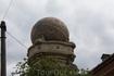 вот такой глобус мы увидели на одном здании