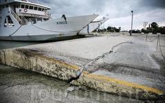 Греция. о.Кефалония. Причал в Лексури после подземных толчков магнитудой 5,7 балла 3 февраля 2014 года.