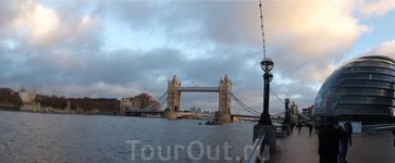 Вид на Тауэрский мост и мэрию Лондона