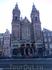 Очередной собор с пристроенными к нему жилищами. Что интересно, к королевскому дворцу так не пристраивают дома.