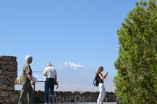 Монастырь Хор Вирап С территории монастыря открывается самый красивый вид на Библейскую гору Арарат и всю Араратскую долину.