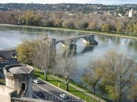 этот мост в Авиньоне разрушен бурным течением реки