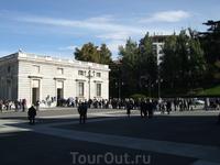 Мадрид. Королевский дворец. Очередь для посещения дворца