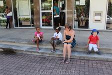 Местные дети- общительные и улыбчивые